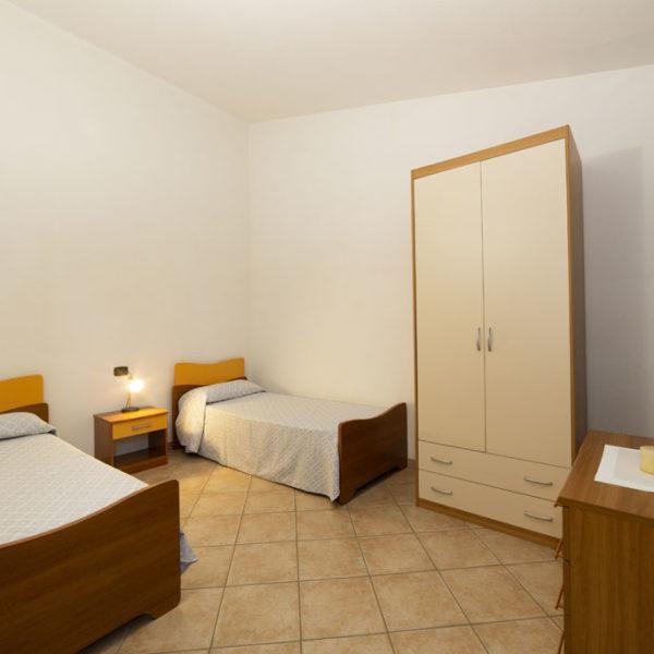 camera con letti singoli ville corallo vacanze: esempio