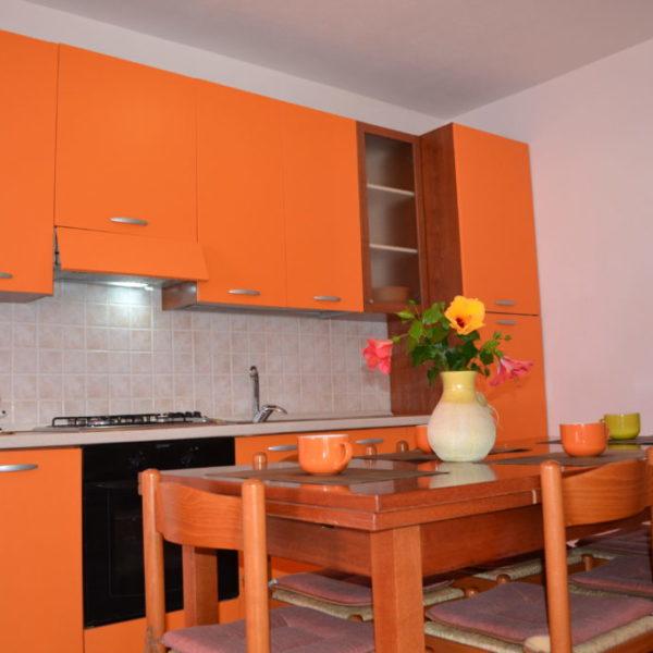 porto corallo sardegna: villa corallo vacanze - esempio cucina